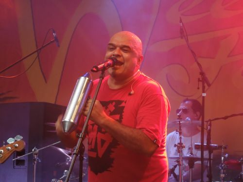 Karamelo Santo Live